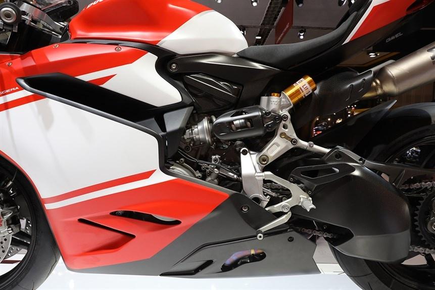 Ducati gioi thieu sieu moto 1299 Superleggera 215 ma luc hinh anh 5