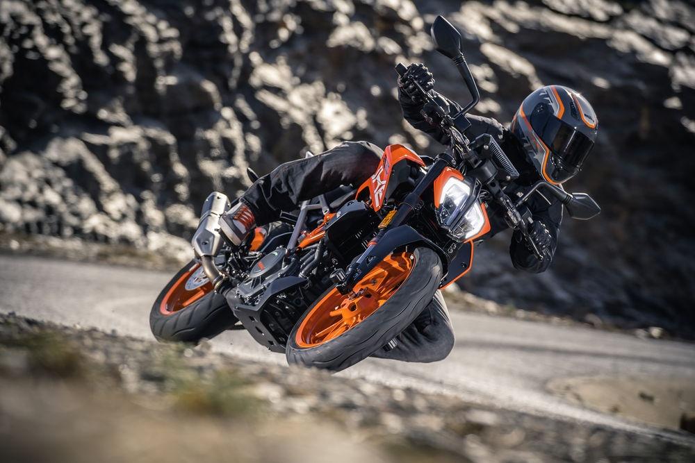 KTM Duke 390 2017 thay doi lon ve dien mao hinh anh 3