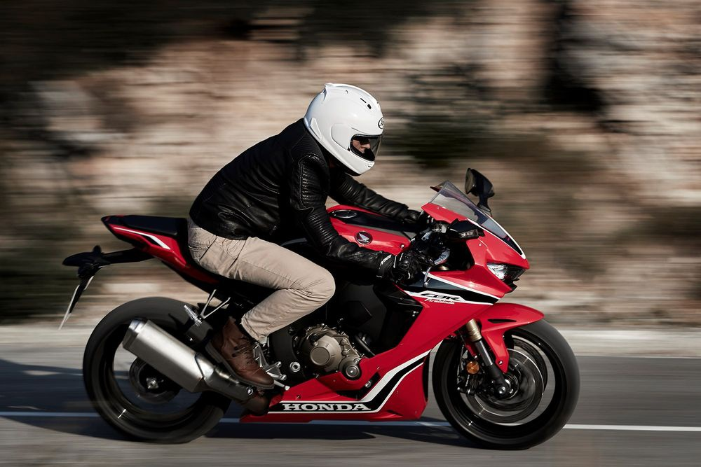 Honda CBR1000RR 2017 Fireblade trinh lang anh 4