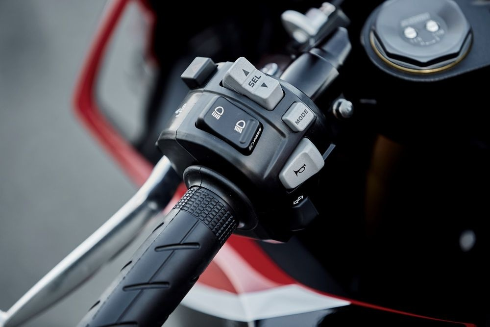 Honda CBR1000RR 2017 Fireblade trinh lang anh 7