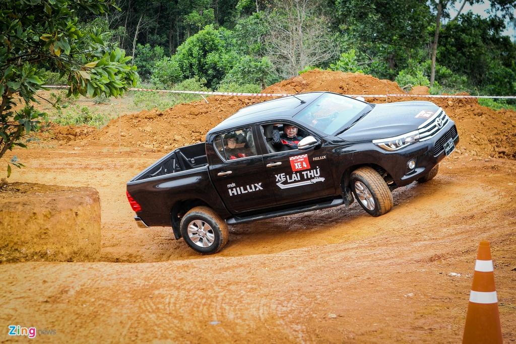 Trai nghiem kha nang off-road Toyota Hilux 2016 moi ban hinh anh 6