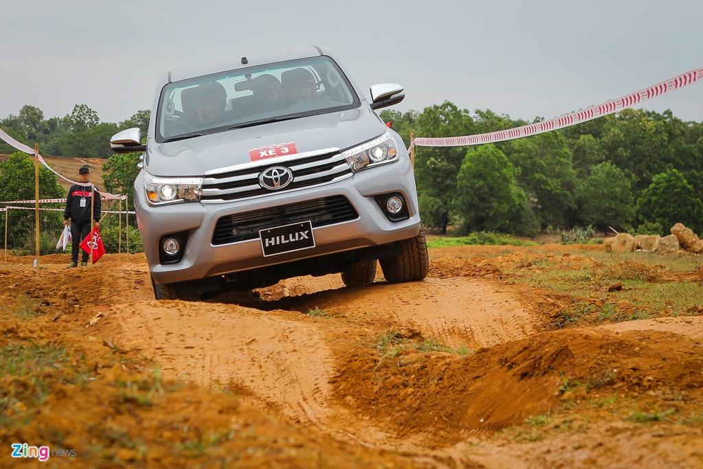 Trai nghiem kha nang off-road Toyota Hilux 2016 moi ban hinh anh 8