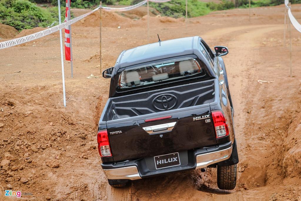 Trai nghiem kha nang off-road Toyota Hilux 2016 moi ban hinh anh 7
