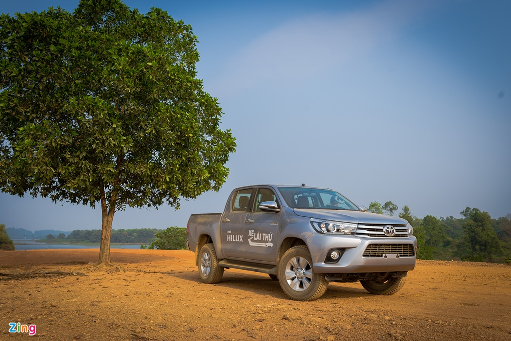 Anh Toyota Hilux 2.8G 2016 gia 870 trieu dong hinh anh 1