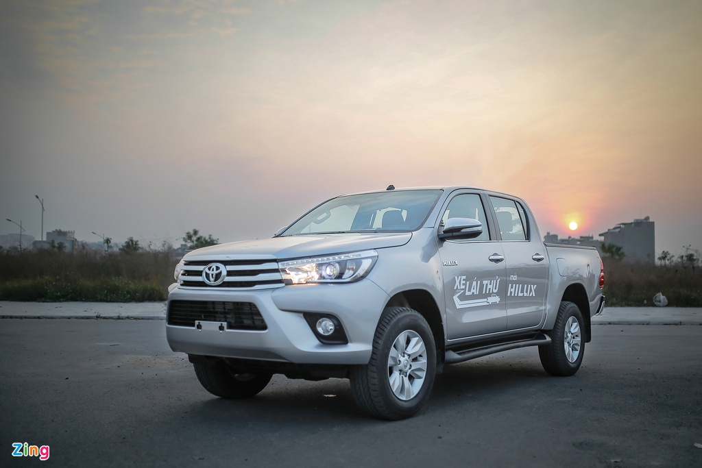 Anh Toyota Hilux 2.8G 2016 gia 870 trieu dong hinh anh 2