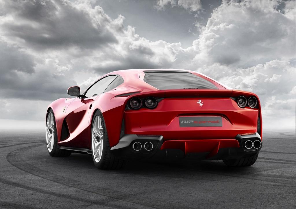 Sieu xe Ferrari 812 Superfast trinh lang anh 4