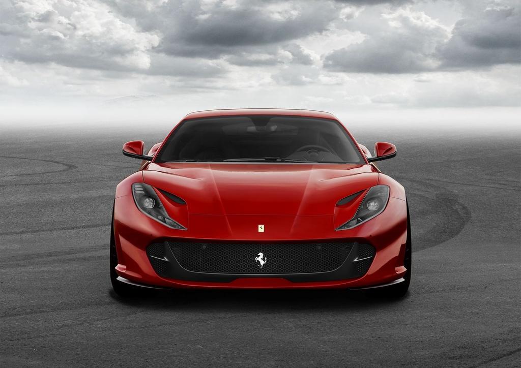 Sieu xe Ferrari 812 Superfast trinh lang anh 5