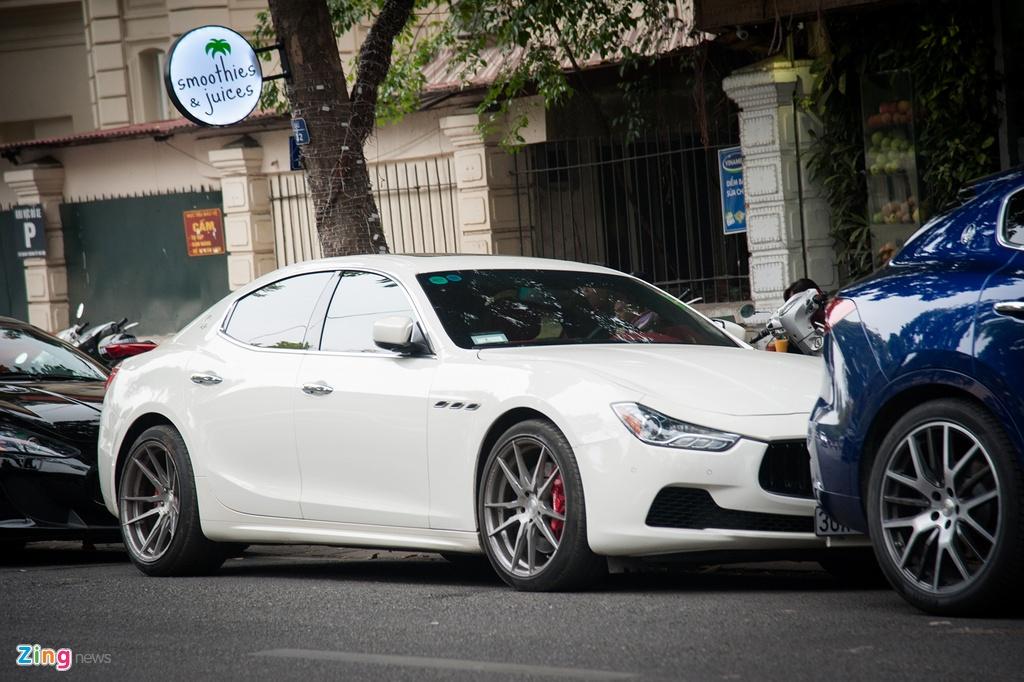 Dai gia Ha Noi khoe dan xe Maserati dip cuoi tuan hinh anh 6