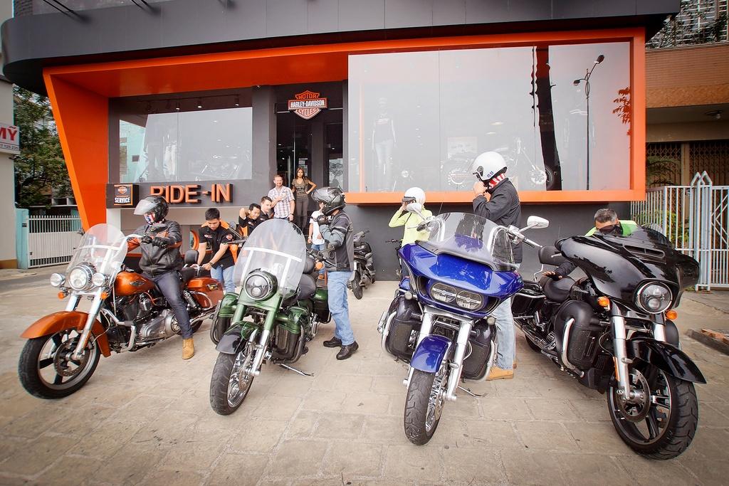 Biker Viet chay Harley-Davidson tu Sai Gon ra Ha Noi anh 1