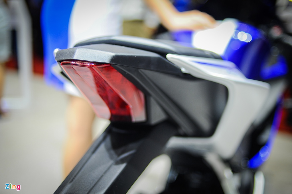Yamaha YZF-R15 2017 tai VN co den pha LED, dong ho dien tu hinh anh 7