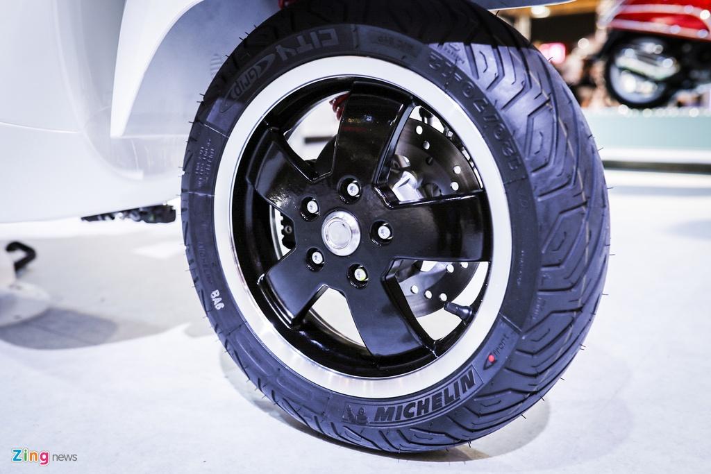 Vespa GTS 300 ABS trinh lang, chua co gia ban tai Viet Nam hinh anh 7