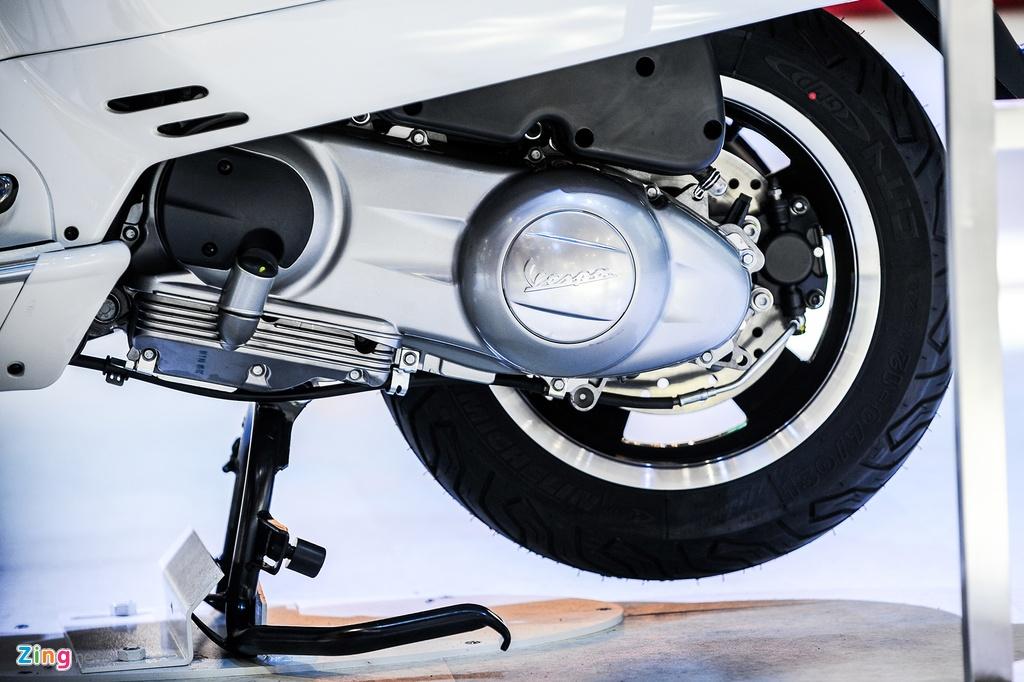 Vespa GTS 300 ABS trinh lang, chua co gia ban tai Viet Nam hinh anh 11