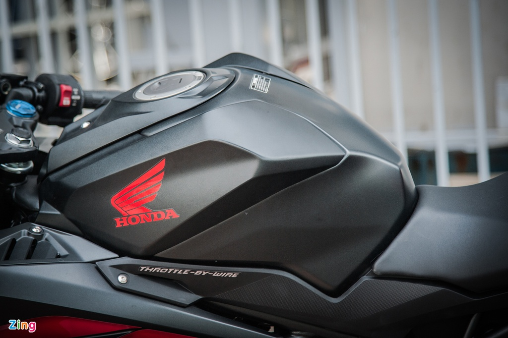 Honda CBR250RR 2017 gia hon 200 trieu dau tien tai Ha Noi hinh anh 5