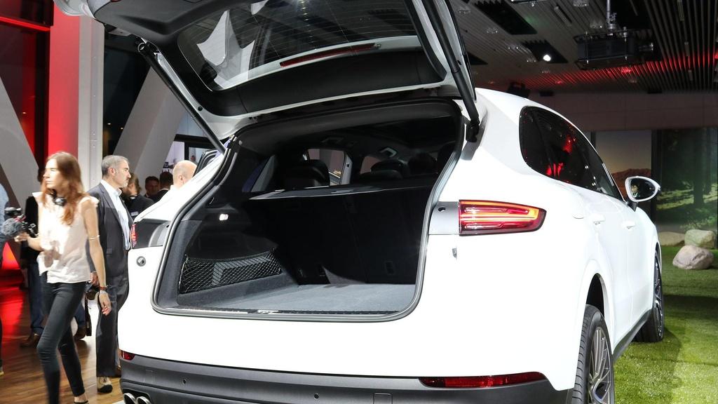 Porsche Cayenne 2018 trinh lang, gia tu 65.700 USD hinh anh 6