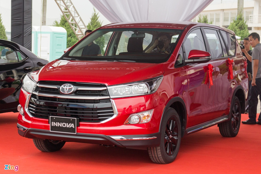 Toyota Innova Venturer moi gia 855 trieu tai Viet Nam hinh anh 1