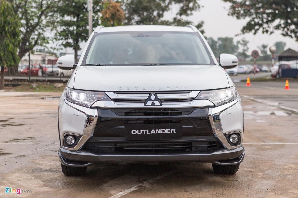 Mitsubishi Outlander lap rap them trang bi, giam gia gan 200 trieu hinh anh 2