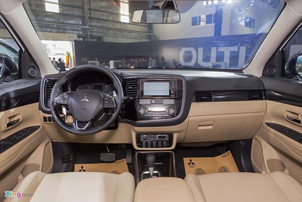 Mitsubishi Outlander lap rap them trang bi, giam gia gan 200 trieu hinh anh 6