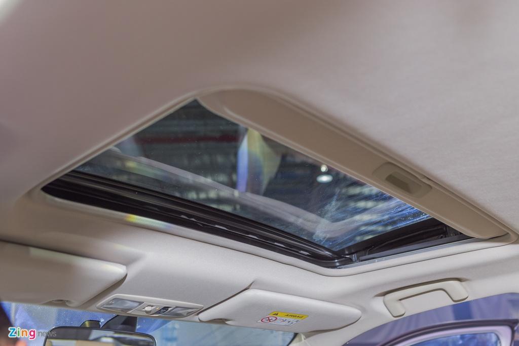 Mitsubishi Outlander lap rap them trang bi, giam gia gan 200 trieu hinh anh 11