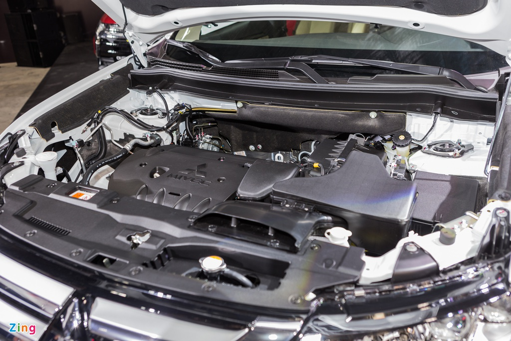 Mitsubishi Outlander lap rap them trang bi, giam gia gan 200 trieu hinh anh 16