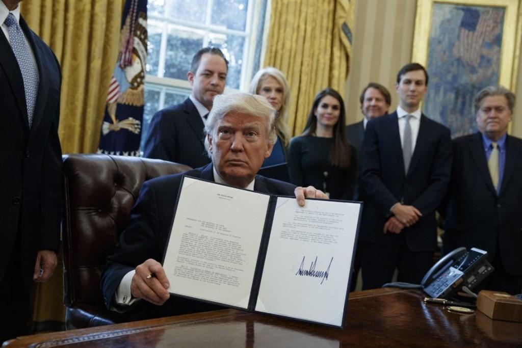 Trump hon loan sau mot thang anh 3