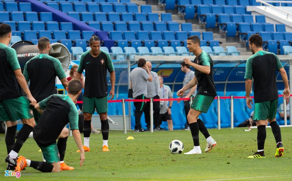 Ronaldo va dong doi quyet chien thang truoc Tay Ban Nha hinh anh 2