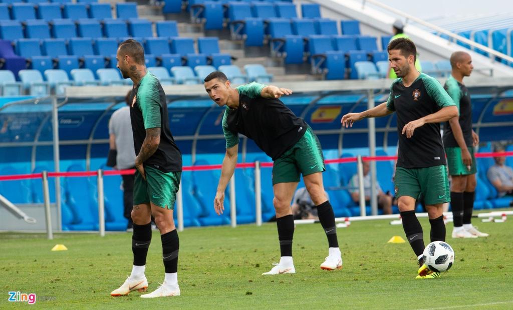 Ronaldo va dong doi quyet chien thang truoc Tay Ban Nha hinh anh 3
