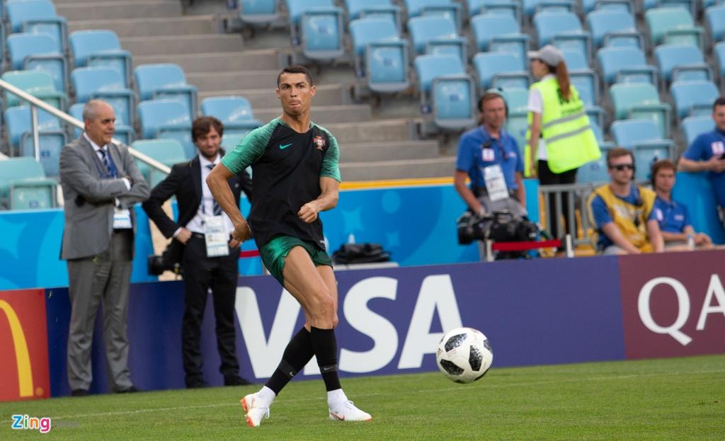 Ronaldo va dong doi quyet chien thang truoc Tay Ban Nha hinh anh 4