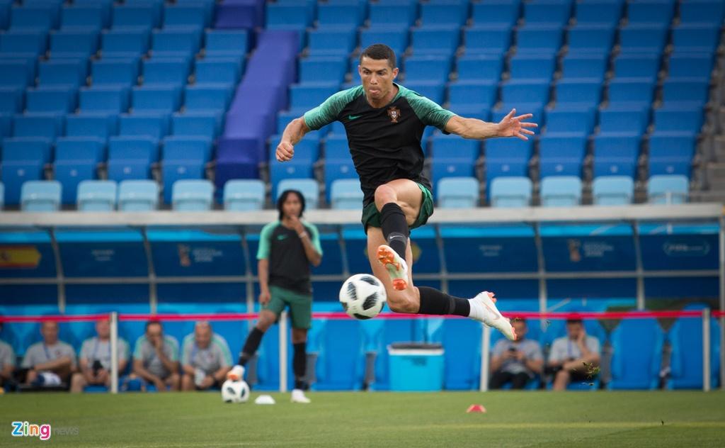 Ronaldo va dong doi quyet chien thang truoc Tay Ban Nha hinh anh 8