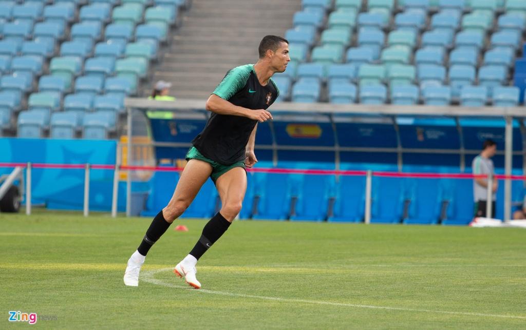 Ronaldo va dong doi quyet chien thang truoc Tay Ban Nha hinh anh 9