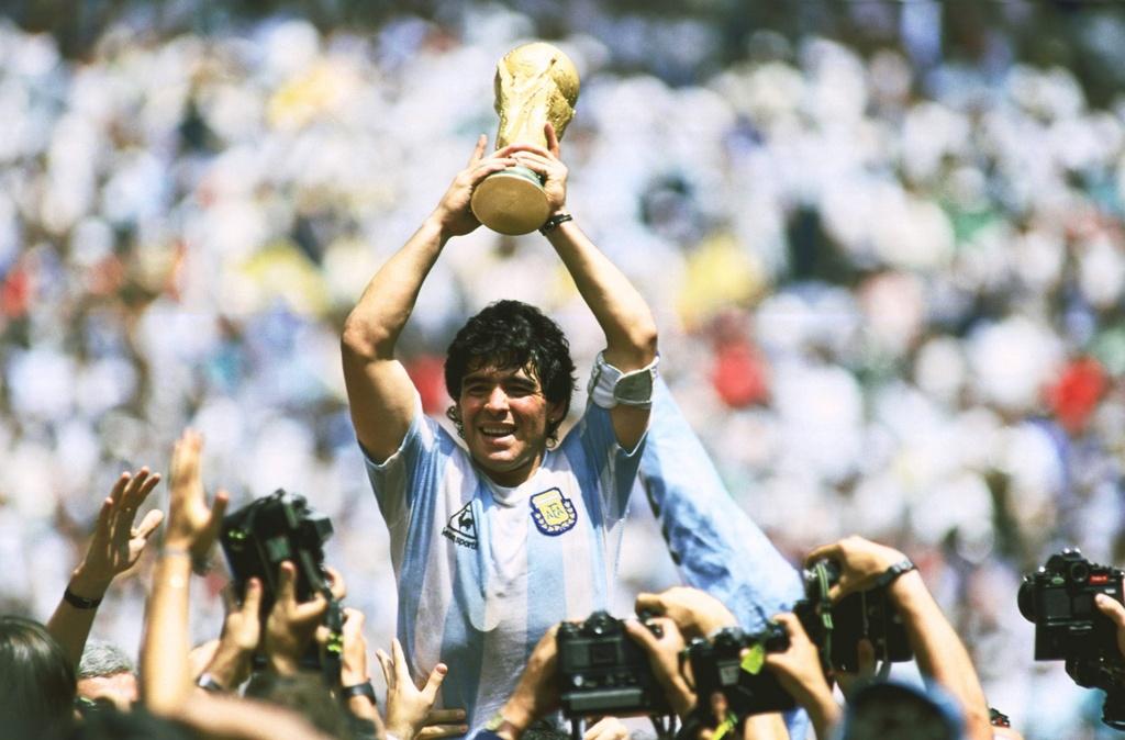 Messi, Argentina va cay thanh gia Maradona hinh anh 1