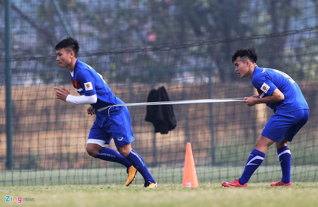 U23 Viet Nam tap bai 'keo xe' ren the luc hinh anh 2