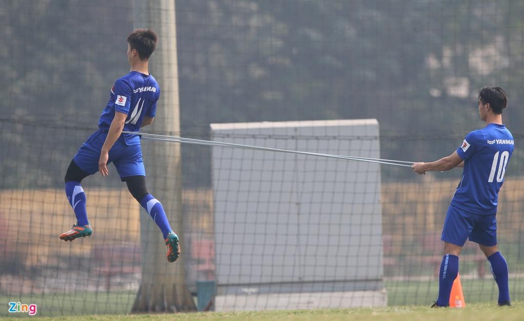U23 Viet Nam tap bai 'keo xe' ren the luc hinh anh 3