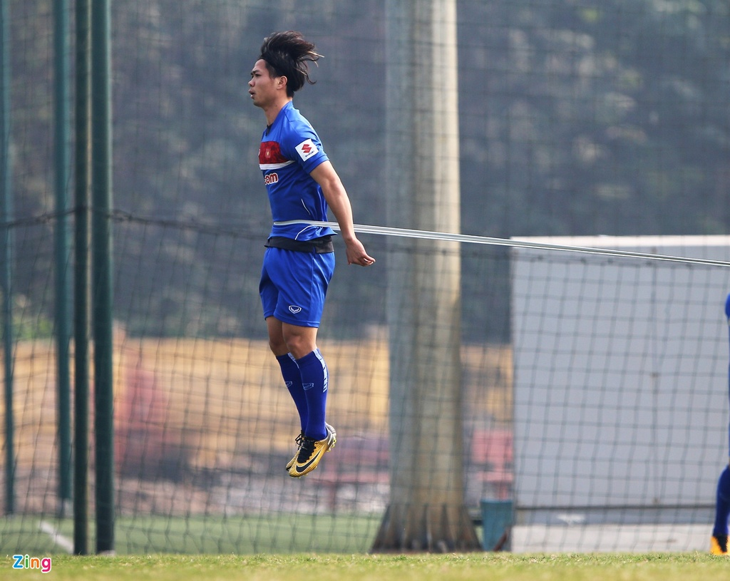 U23 Viet Nam tap bai 'keo xe' ren the luc hinh anh 4