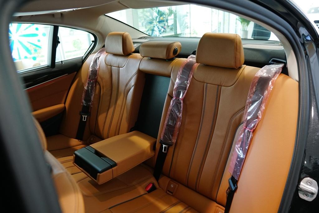 BMW 5-Series the he 7 ra mat tai VN, gia tu 2,4 ty hinh anh 13