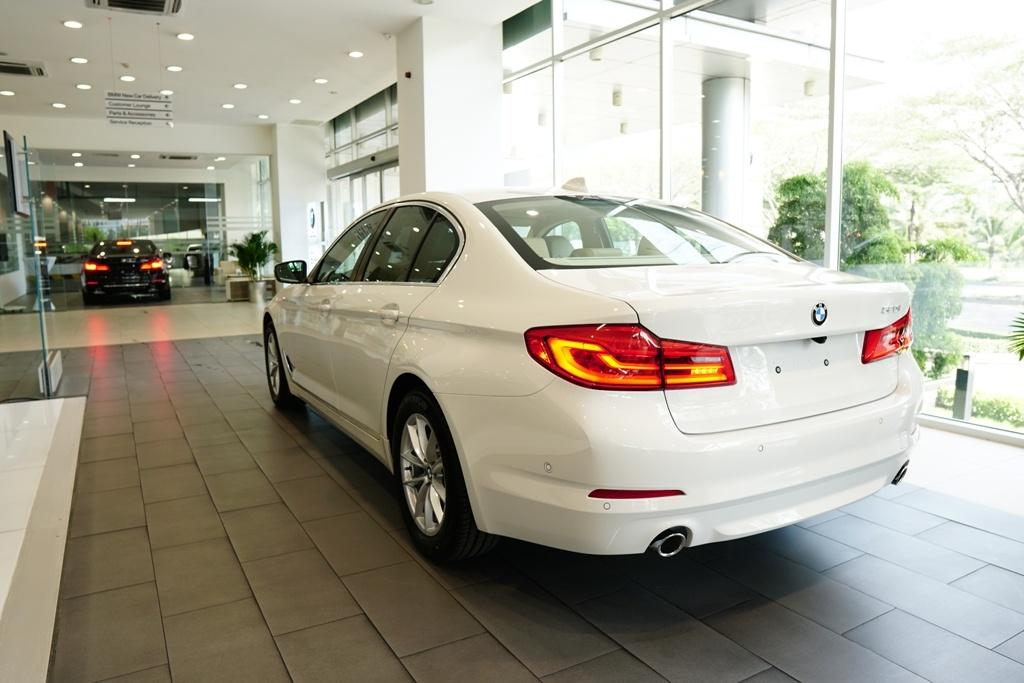BMW 5-Series the he 7 ra mat tai VN, gia tu 2,4 ty hinh anh 5