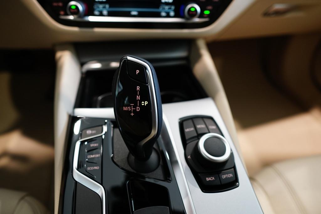 BMW 5-Series the he 7 ra mat tai VN, gia tu 2,4 ty hinh anh 8
