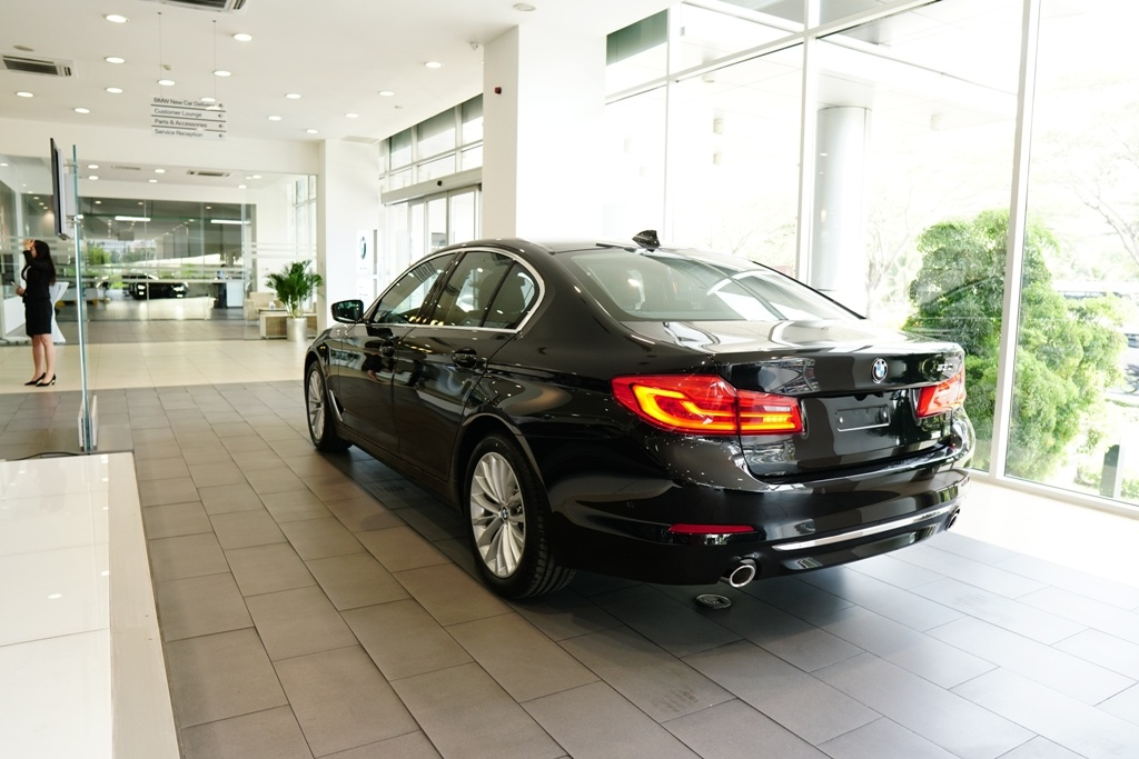 BMW 5-Series the he 7 ra mat tai VN, gia tu 2,4 ty hinh anh 10