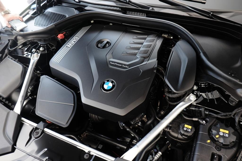 BMW 5-Series the he 7 ra mat tai VN, gia tu 2,4 ty hinh anh 2