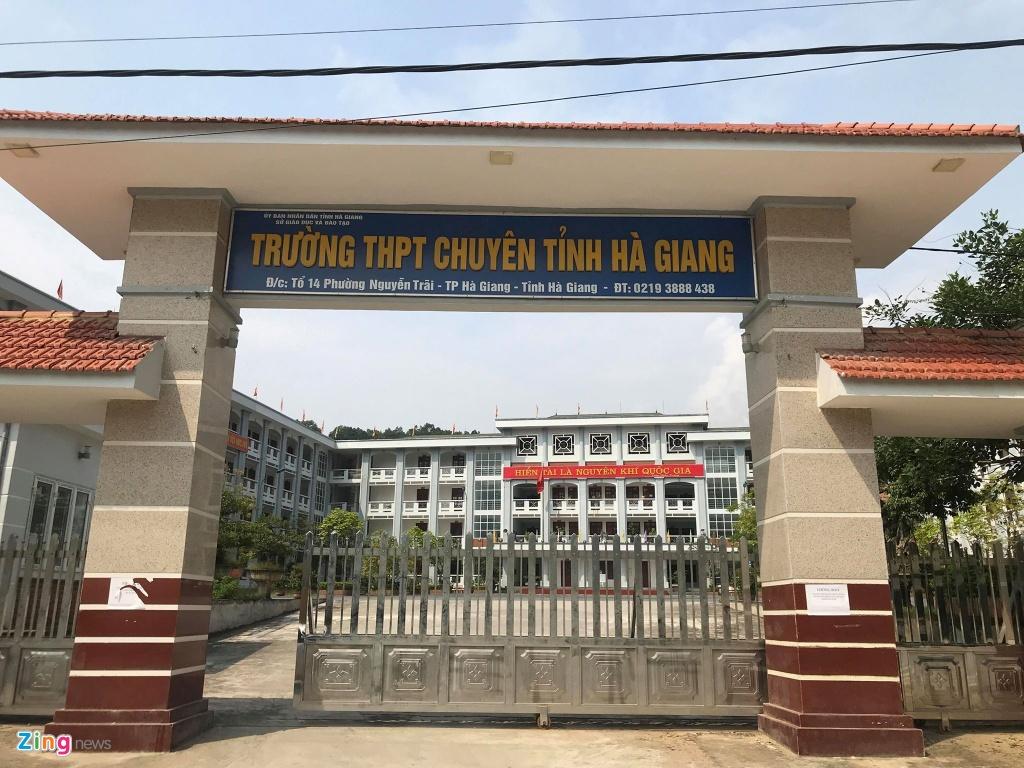 Giam doc So GD&DT Ha Giang: 'Dang ra soat toan bo khau cham thi' hinh anh 3