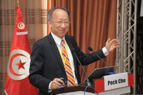 GS Han Quoc khuyen khich tre sai lam, phat 'phao thi' cho sinh vien hinh anh 2