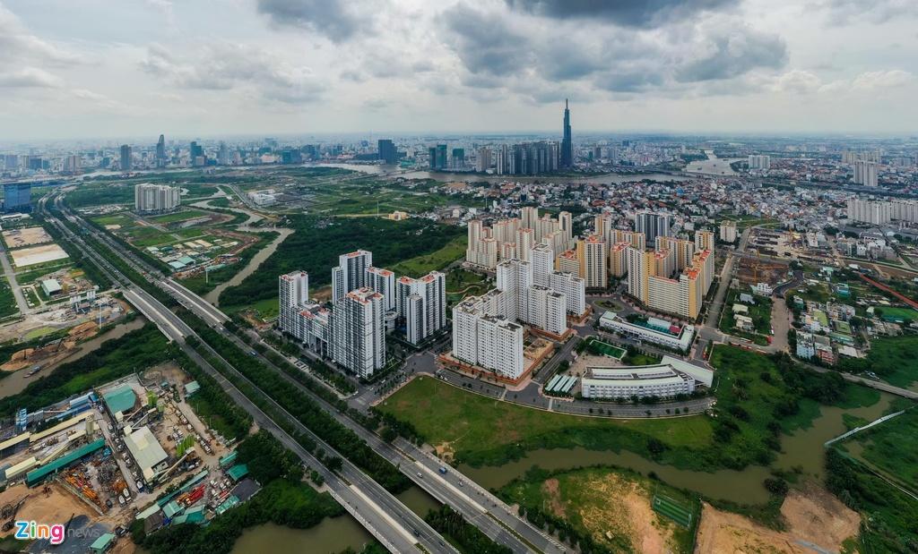 Khu tái định cư Bình Khánh (quận 2, TP.HCM) có diện tích 38,4 ha, gồm 12.500 căn hộ phục vụ tái định cư Khu đô thị mới Thủ Thiêm. Khu nhà nằm ngay trục đường lớn Mai Chí Thọ, cửa ngõ phía đông thành phố.