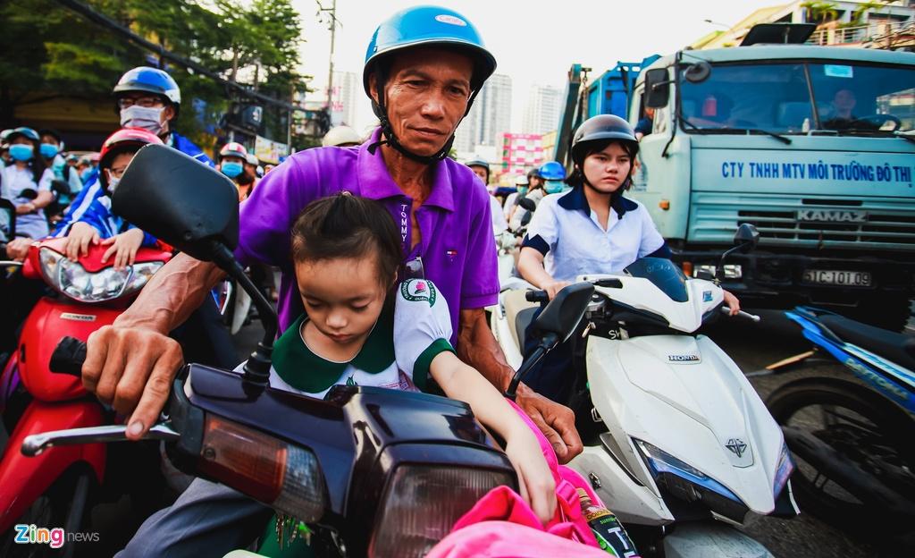 ket xe cau Chanh Hung duong Pham Hung o Sai Gon anh 10