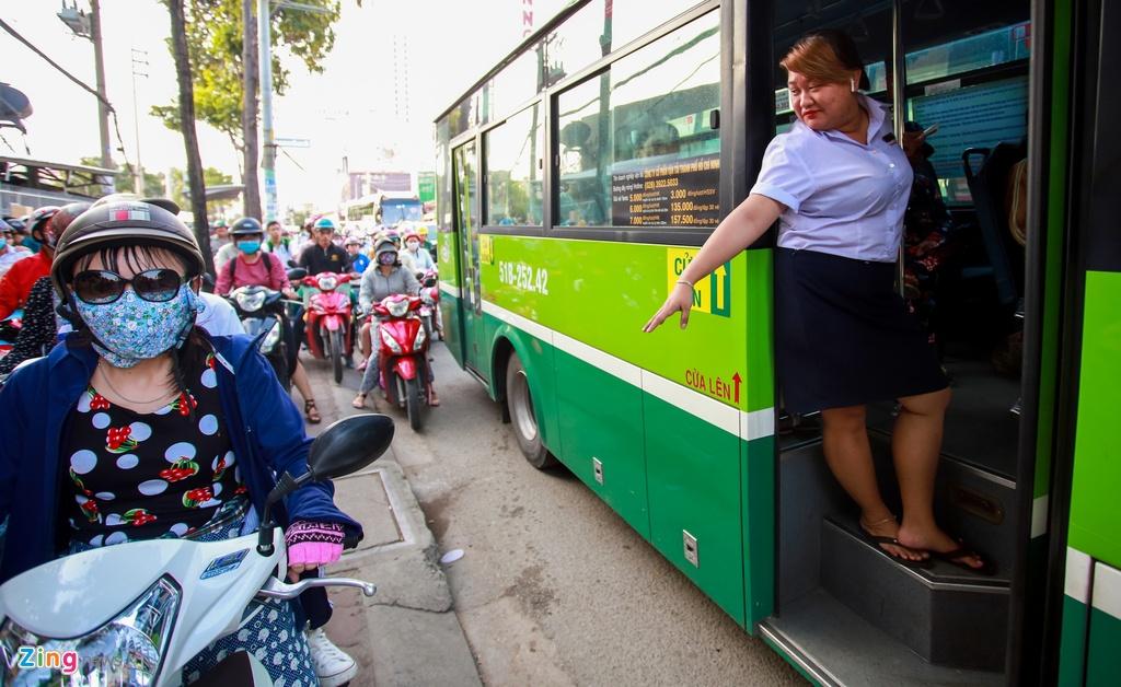 ket xe cau Chanh Hung duong Pham Hung o Sai Gon anh 12