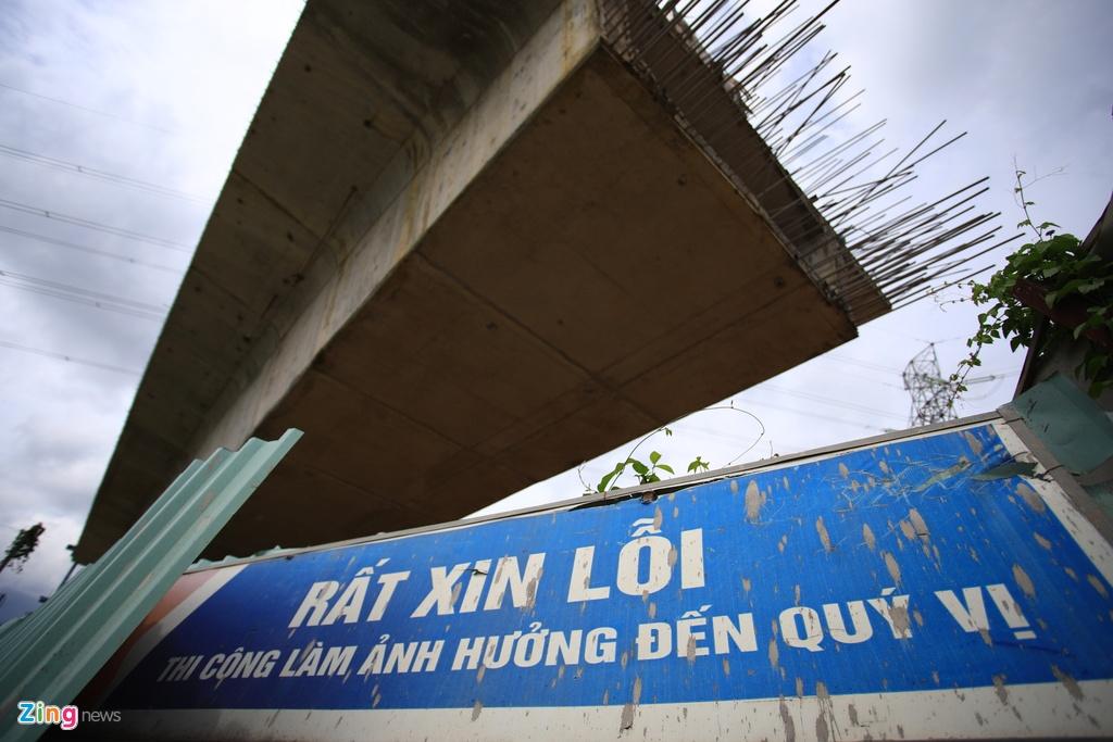 Cong truong cau Nam Ly bi bo hoang, chiem het duong o phia dong TP.HCM hinh anh 6