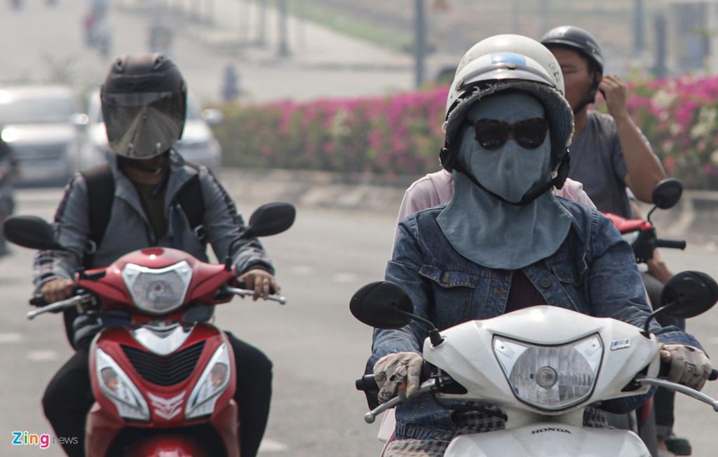 TP HCM trong ngày không khí chạm ngưỡng nguy hại - Ảnh 13.