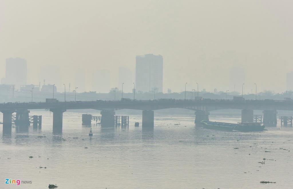 TP HCM trong ngày không khí chạm ngưỡng nguy hại - Ảnh 10.