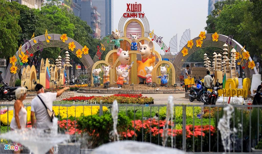 Duong hoa Nguyen Hue ruc ro sac mau truoc ngay khai mac hinh anh 4 duonghoanguyenhue_zing30.jpg