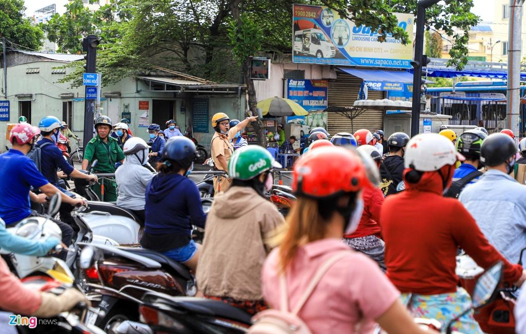 Giao thong Ha Noi, TP.HCM tro lai canh roi loan ke tu dau mua dich hinh anh 19 untac_zing3.JPG