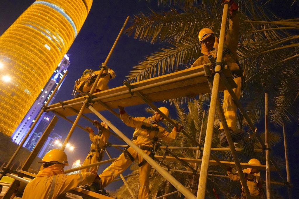 Qatar lap dieu hoa ngoai troi sau khi VDV 've dich tren cang' hinh anh 8