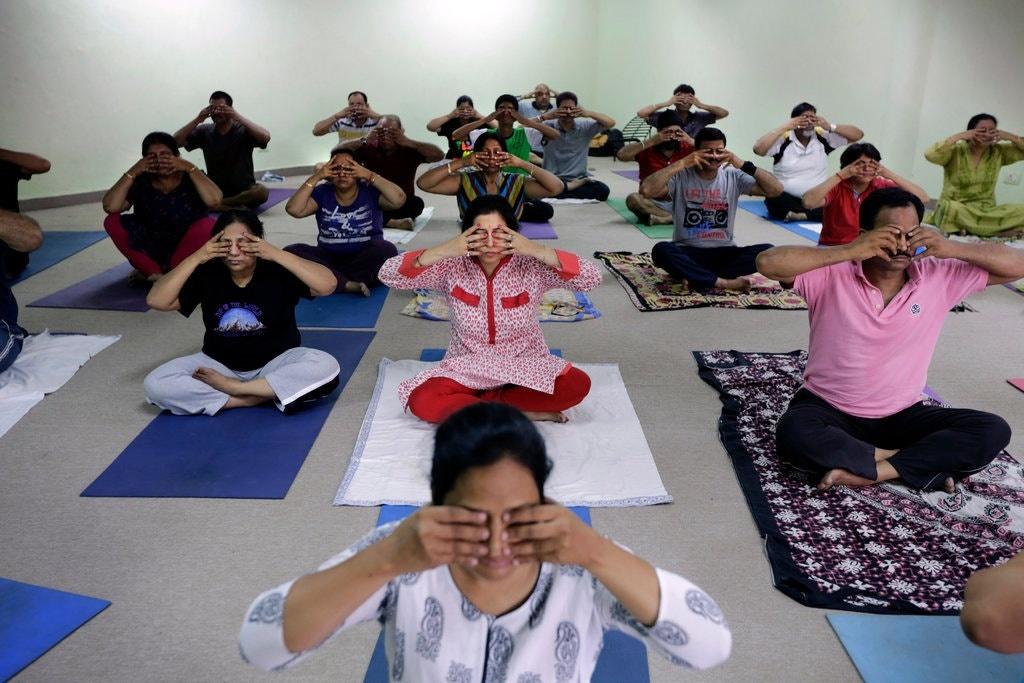 Nepal dua yoga vao chuong trinh giang day bat buoc o truong hinh anh 4 11yoga_web_jumbo.jpg